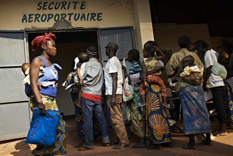 People line up at the Médecins Sans Frontières (MSF) clinic at the airport. The clinic treats hundreds of patients every day for problems such as malaria, respiratory infections, gunshot and burn wounds as well as helping mothers in labour. UNHCR / S. Phelps / December 2013
